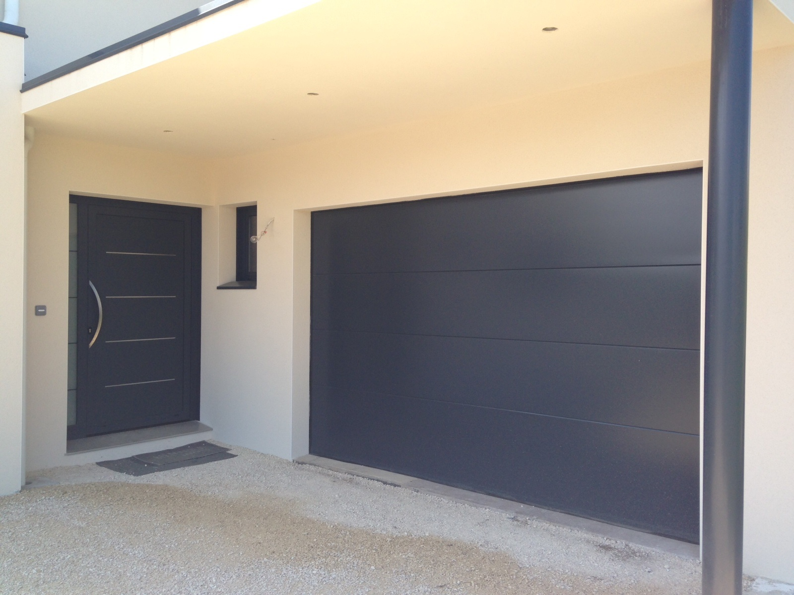 porte de garage coulissante aluminium porte de garage. Black Bedroom Furniture Sets. Home Design Ideas